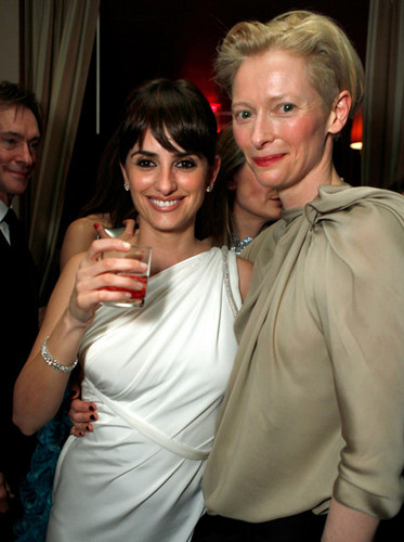 Tilda Swinton & Penelope Cruz at the Vanity Fair Oscar Party, 2012